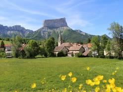 Le Mont-Aiguille depuis le village de Chichilianne